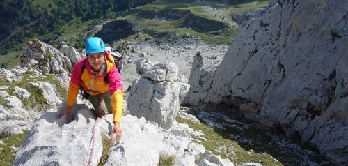 Grandes voies d'escalade calcaire avec un guide